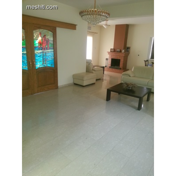 <a href='http://www.meshiti.com/view-property/en/2365_central_zone_below_motorway-up_makarios_ave.__-_germasogeia_upto_polemidia_house__villa_for_sale/'>View Property</a>