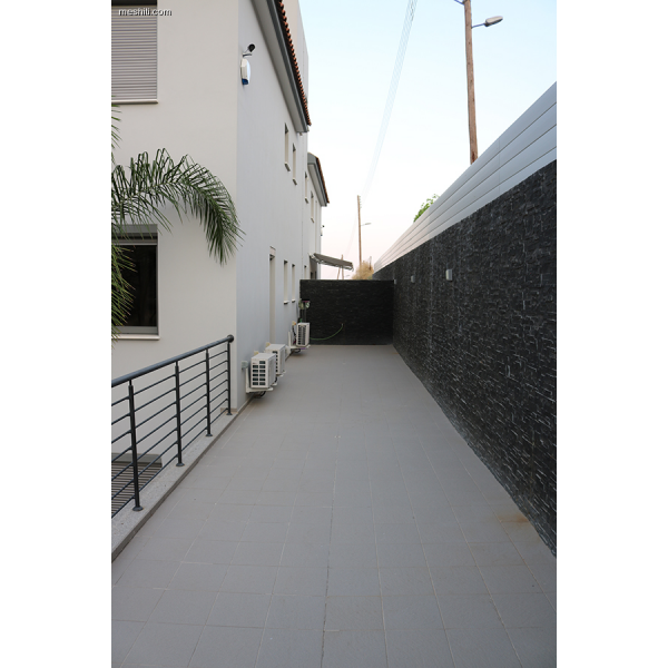 <a href='http://www.meshiti.com/view-property/en/2461_shopping_centre_below_makarios_ave._apartment_for_rent/'>View Property</a>
