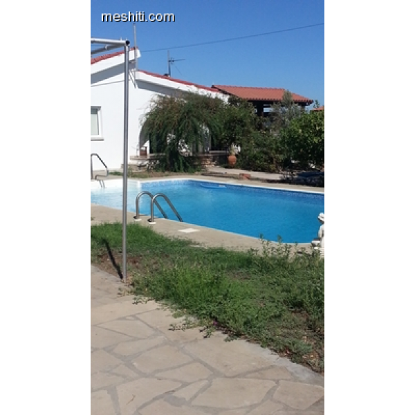 <a href='http://www.meshiti.com/view-property/en/2691_shopping_centre_below_makarios_ave._house__villa_for_rent/'>View Property</a>