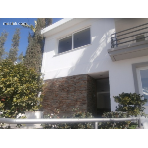 <a href='https://www.meshiti.com/view-property/en/1676_central_zone_a_below_motorway-up_makarios_ave.__-_germasogeia_upto_polemidia_house__villa_for_rent/'>View Property</a>