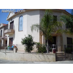 <a href='http://www.meshiti.com/view-property/en/1007_suburbs_10_-_20_driving__fm_centre_house__villa_for_sale/'>View Property</a>