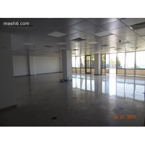 <a href='http://www.meshiti.com/view-property/en/2695_central-one__up_motorwayfrom_polemidia_to_germasogeia_office_for_rent/'>View Property</a>
